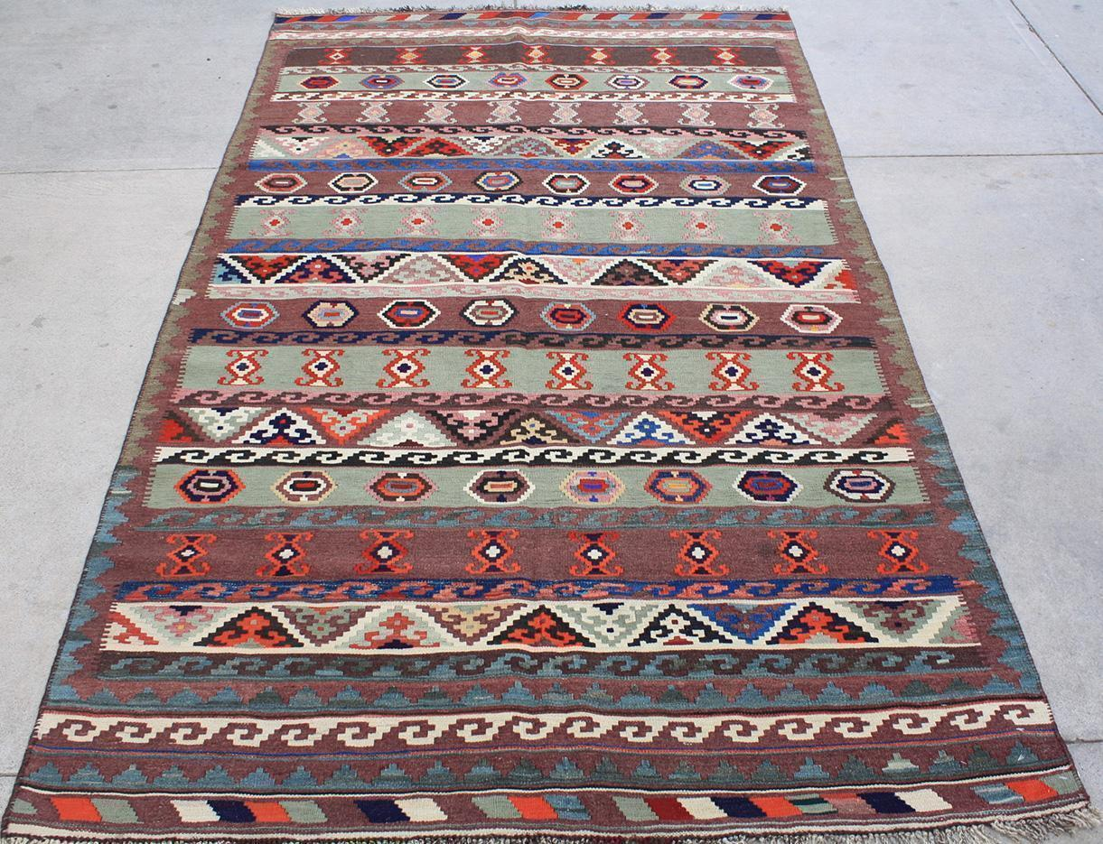 How to buy a fine handmade rug the rug warehouse for Best place to buy rugs online