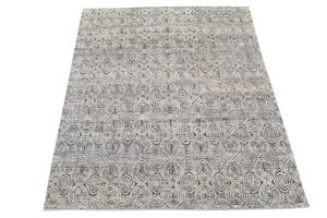 62381-Black and White soft rug 7'11