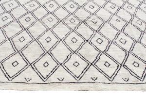 63100 Tribal rug 6'6