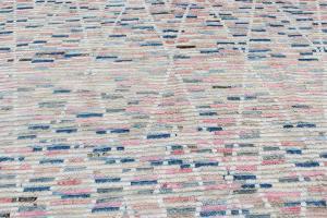 63102 Tribal rug 6'8