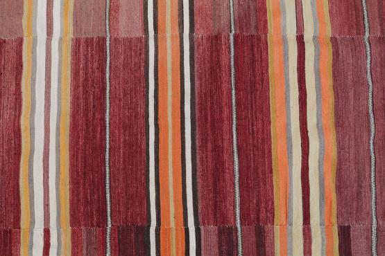 38373 Vintage Turkish Flat-Weave Kilim Rug Size 5'9