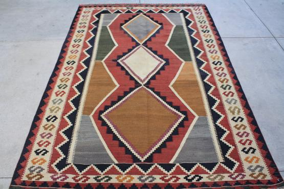 58947 Old Persian Kilim 5.2x8.1