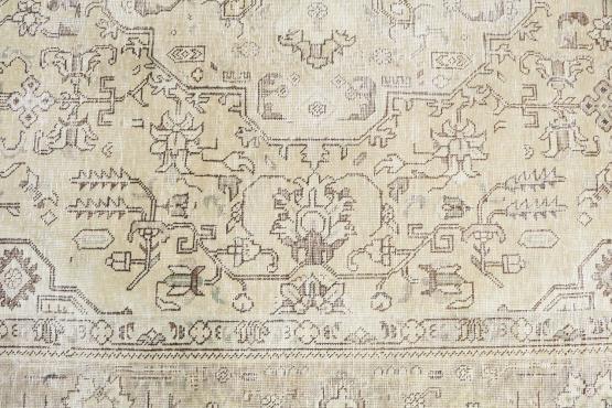 60811 Old Tabriz Rug 6'8