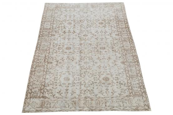 60893 Vintage hand knotted 9'x5'5