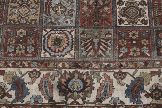 61335 Antique Persian Bakhtiar carpet 11'1