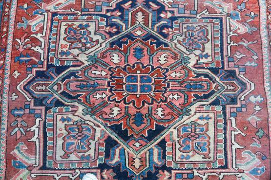 61581 Traditional Antique Heriz- 11'x7'8