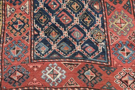 61961 All wool antique runner 3'9