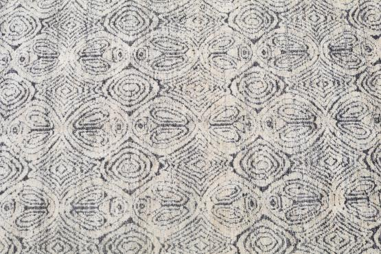 62381 Black and White soft rug 7'11