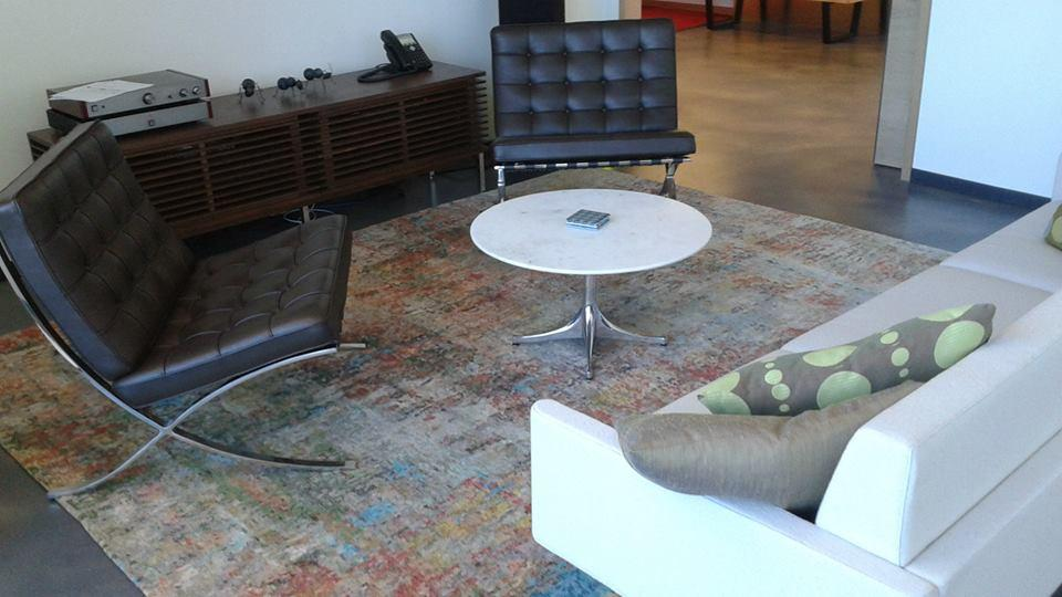 A Modern Rug With Earth Tone Colors Complemented The Furniture In This Loft.